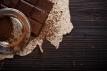 Pražení a drcení bobů - první krůčky pro vznik čokolády